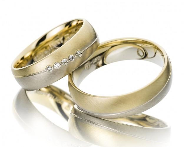Elegante Ringe Zur Hochzeit Ringe Fur Das Brautpaar Gelbgold